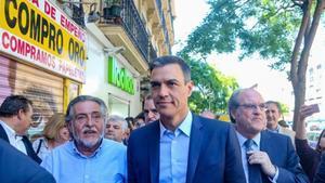 El candidato del PSOE al Ayuntamiento de Madrid, Pepu Hernández, el presidente del Gobierno en funciones, Pedro Sánchez, y el número uno por la Comunidad, Ángel Gabilondo (de izquierda a derecha).