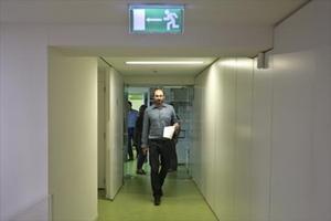 El coordinador de ICV, Joan Herrera, en la sede nacional del partido, ayer en Barcelona.