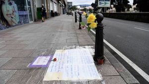 Homenaje en A Coruña a Samuel Luiz en el lugar donde recibió una paliza mortal.