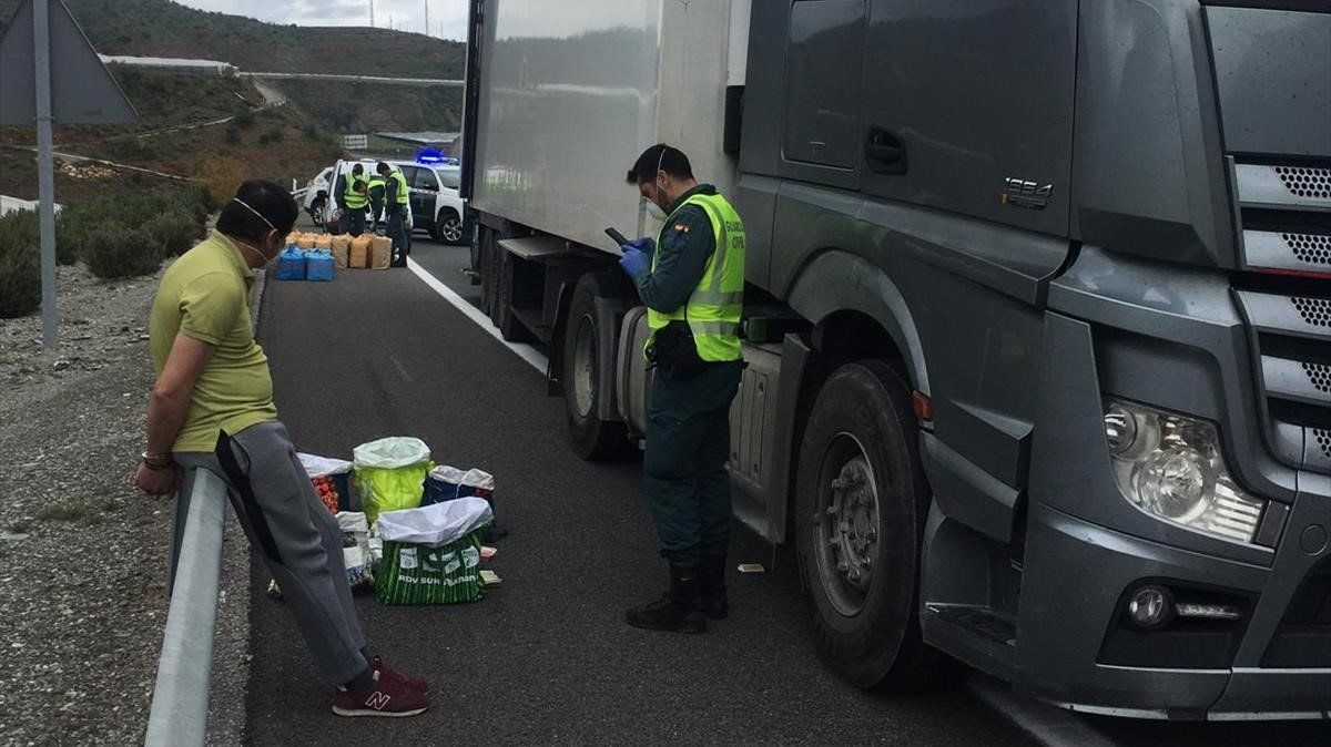 Detención del conductor de un camión en Granada cuando circulaba por la A-7 con una tonelada de hachís y casi 900.000 euros en efectivo.