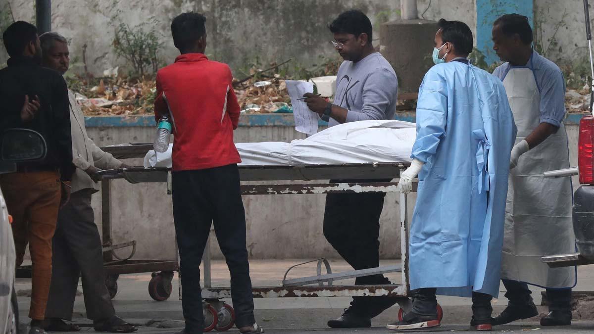 Al menos 43 muertos en el incendio en una fábrica de Nueva Delhi (India).