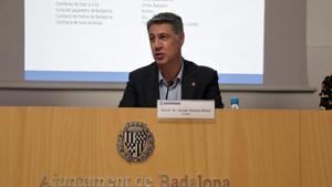 El alcalde de Badalona, Xavier Garcia Albiol, en rueda de prensa en el Ayuntamiento de Badalona.