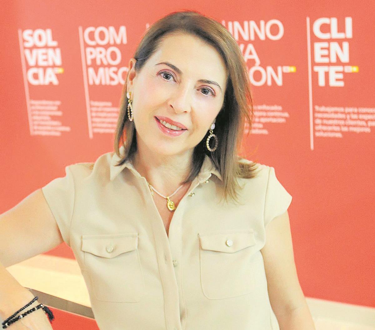 Ángeles Serna, en la sede de TM Grupo Inmobiliario en Torrevieja