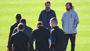 Agnelli, el presidente de la Juventus, junto a Pirlo, en el entrenamiento del equipo en Turín.