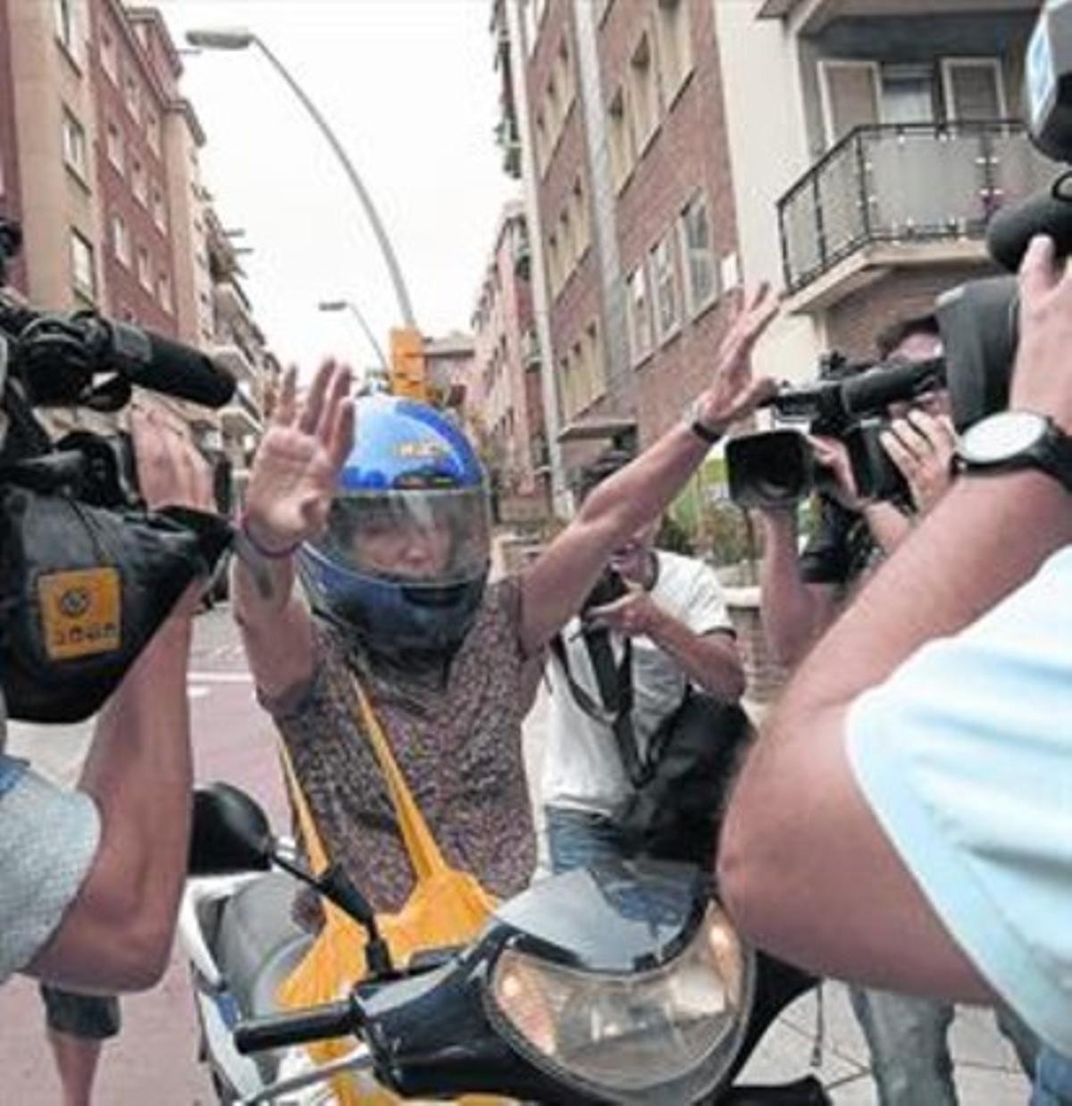 Mireia Pujol a la llegada ayer a la casa de sus padres en Barcelona.
