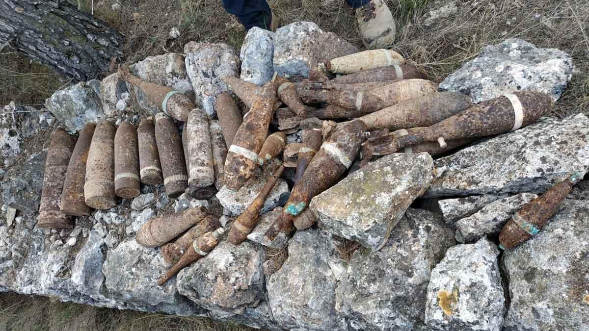 Halladas 38 bombas de la Guerra Civil en un camino rural de Xerta