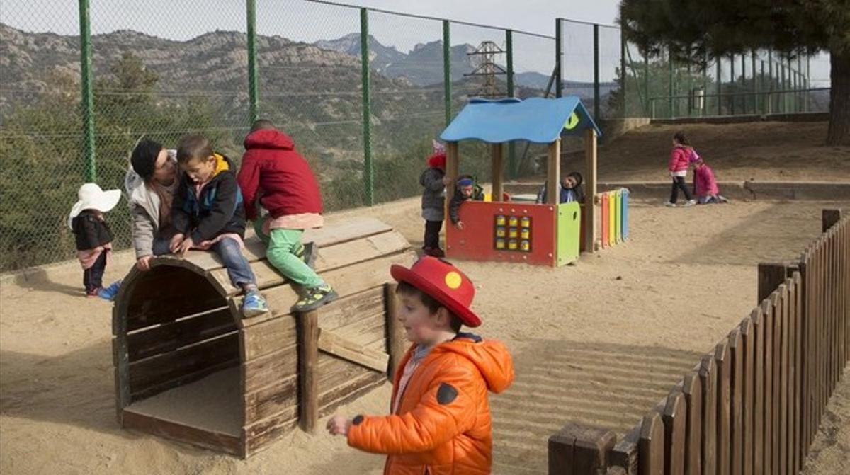 Hora del patio en la escuela pública Santa Eulàlia de Berga.