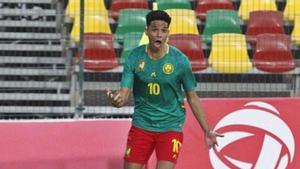 Etienne celebra uno de los dos goles que marcó a Mozambique.