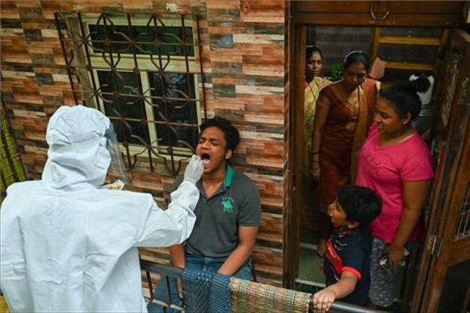 India abre la vacunación a todos los mayores de 18 años y confina la ciudad de Delhi