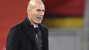 El técnico del Real Madrid, Zinedine Zidane, durante un partido.