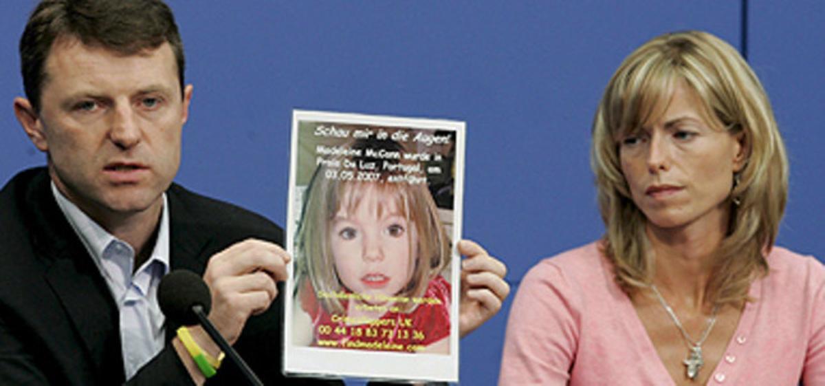 Gerry y Kate McCann, con una foto de Madeleine, en el 2007.
