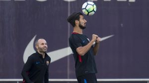 André Gomes junto a Iniesta en un entrenamiento del Barça.