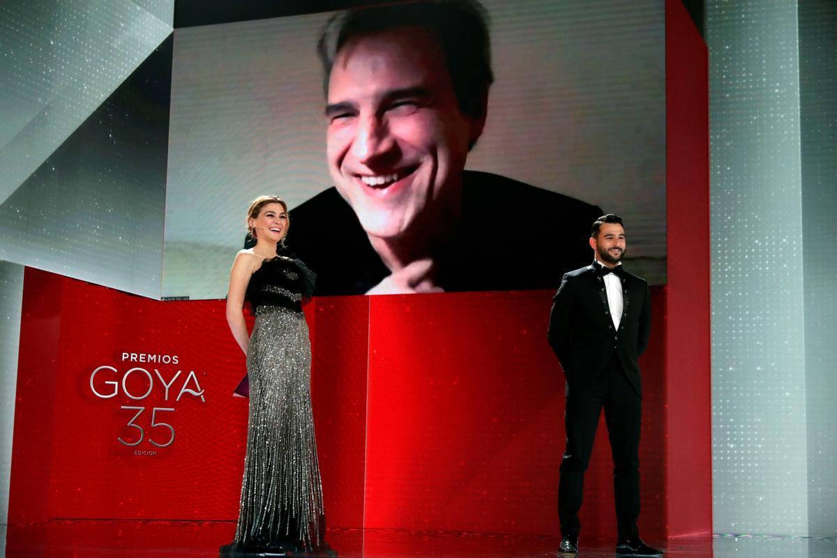 Alberto San Juan, recibiendo el premio Goya al mejor actor secundario por vía telemática.