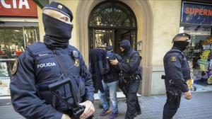 Imágenes de archivo de una operación policial contra el terrorismo yihadista en Barcelona.