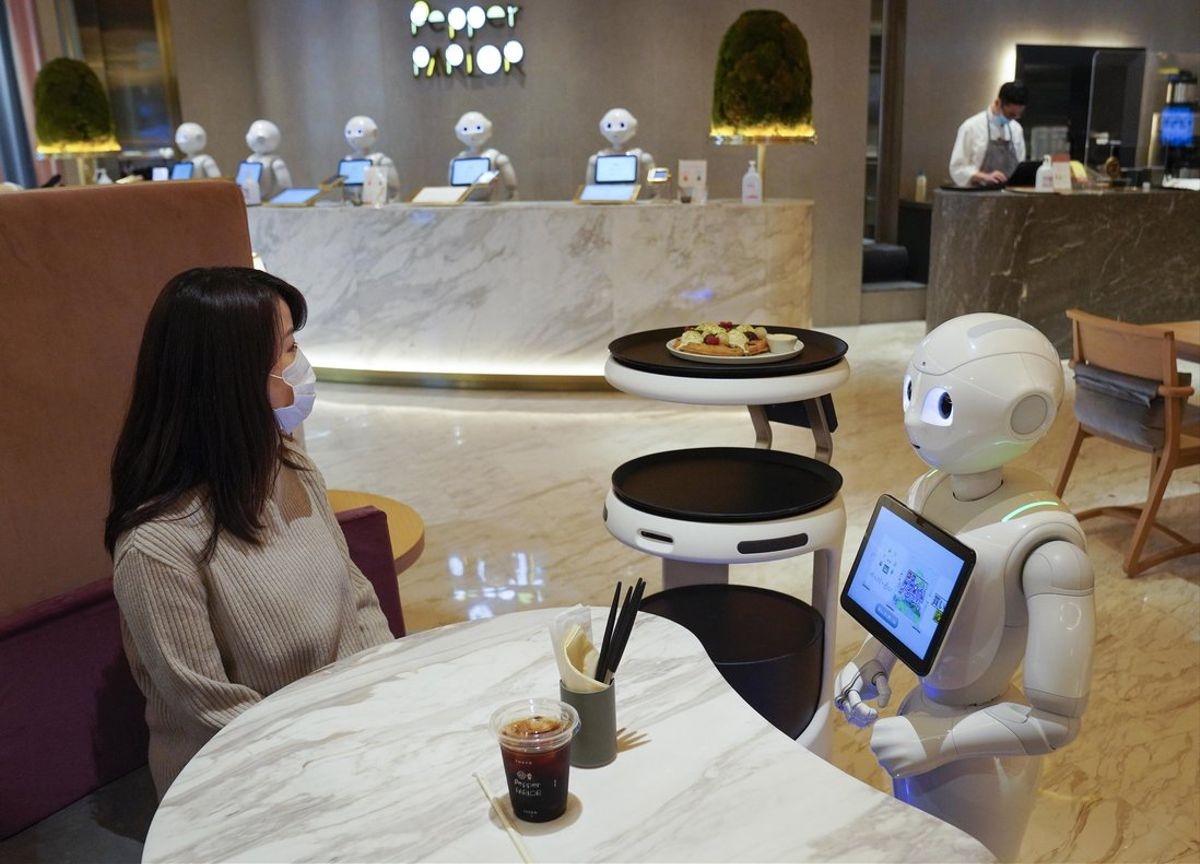 Tokyo (Japan), 05/11/2020.- A robot takes a food order from a customer at Pepper PARLOR, where robots are working with human staff, in Tokyo, Japan, 05 November 2020 (issued 11 November 2020). Catering, delivery and transportation Service Robots were developed by SoftBank Robotics Corp. for the purpose of working with employees at restaurants, hotels and retail stores. The robots were introduced to reduce direct contacts between staff and customers amid the ongoing Covid-19 pandemic. (Japón, Tokio) EFE/EPA/KIMIMASA MAYAMA