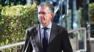 El exsecretario general del PP de Madrid Francisco Granados, al abandonar la Audiencia Nacional tras el juicio del 'chivatazo' de la Púnica el 14 de noviembre del 2017.