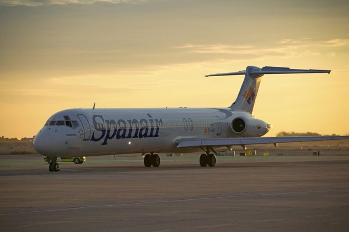 Un avión de Spanair, en el aeropuerto de El Prat.