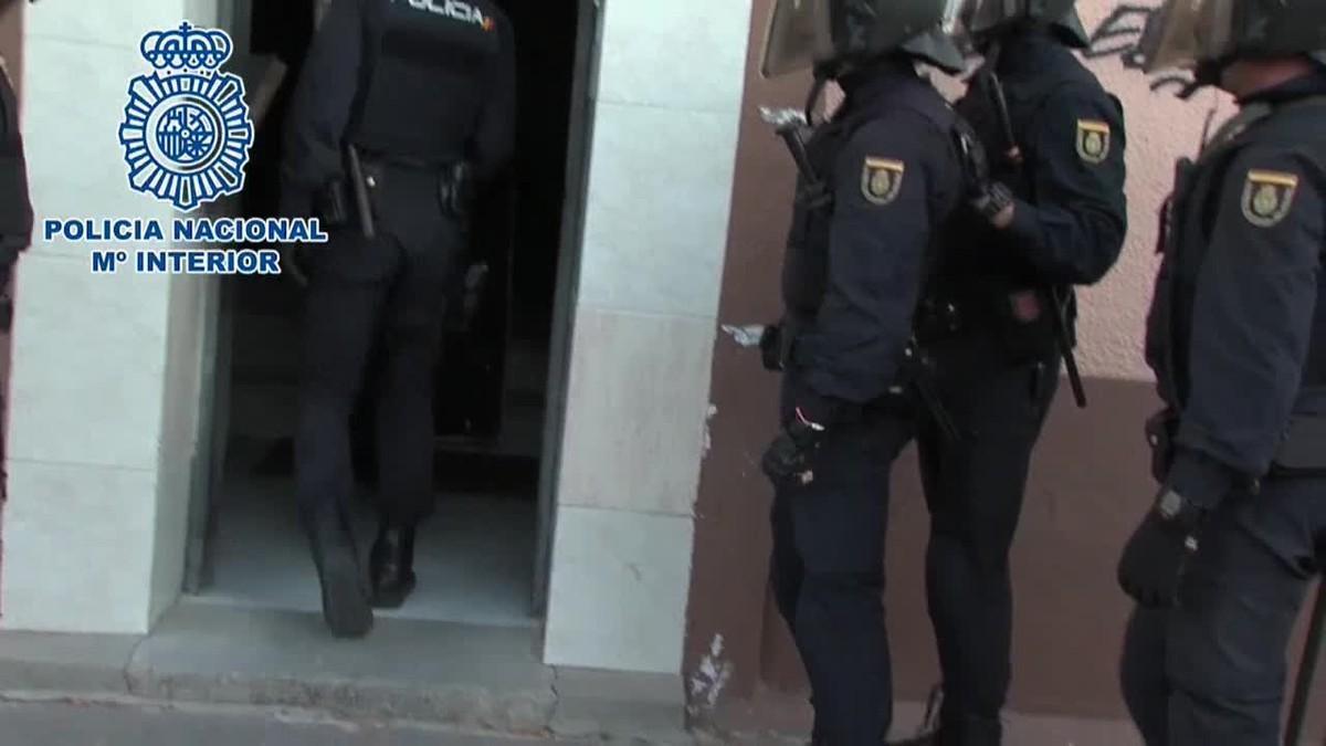 Agentes de la Policía española han detenido a 39 personas en Madrid, pertenecientes la mayoría a la bandas latinas.