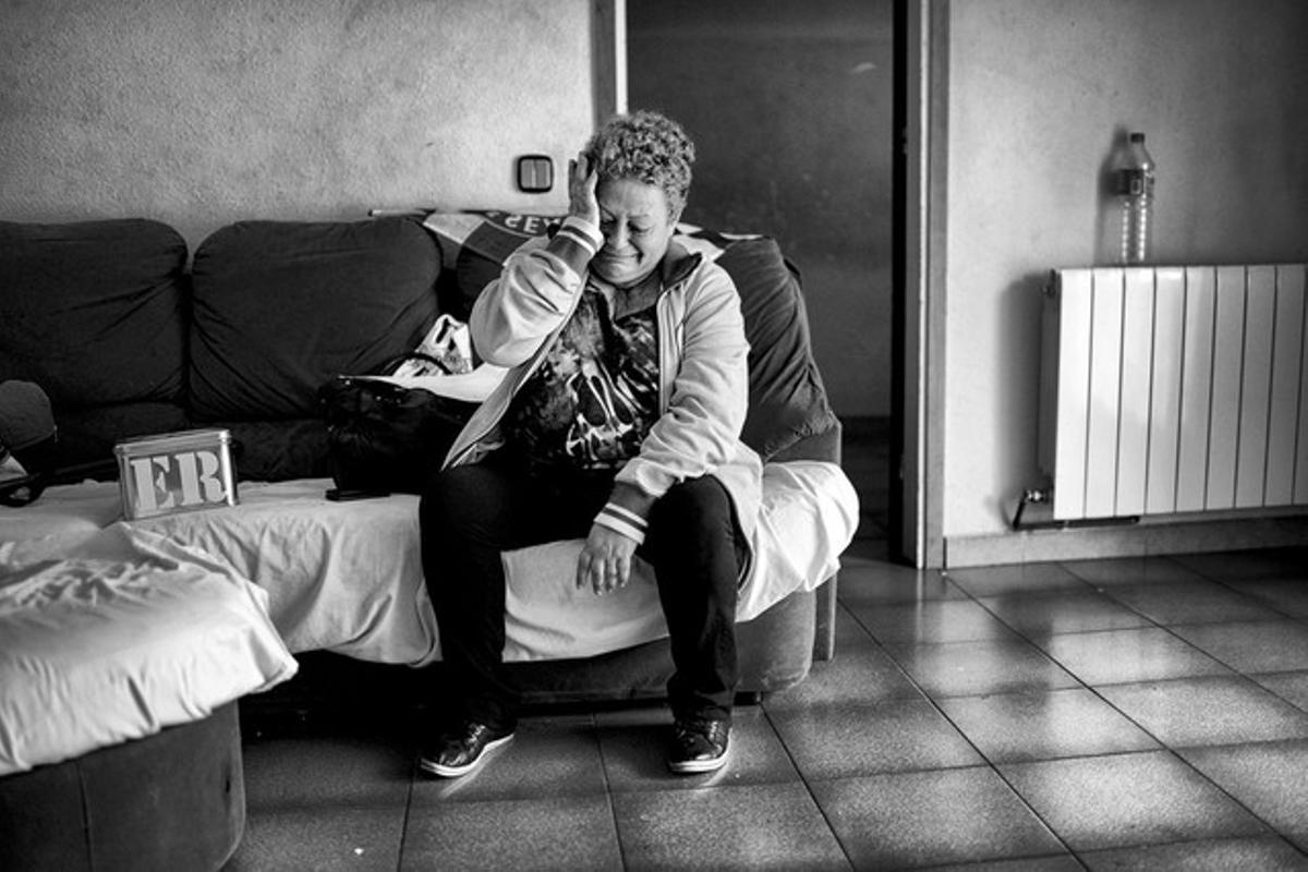 Fotografía de Samuel Aranda publicada en el 'The New York Times' tomada en Terrassa a María Angeles Merino, al recibir la notificación de que iba a ser desahuciada.