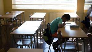 Un alumno en un instituto de Barcelona.