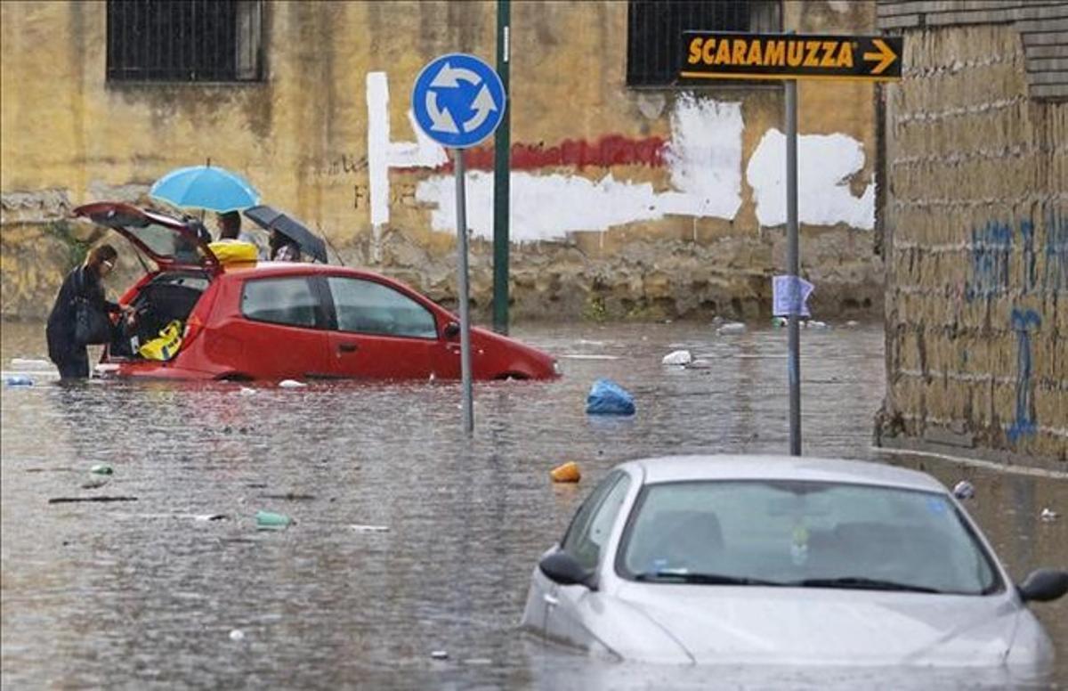 Una de las calles del centro de Nápoles.