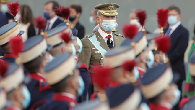 Homenaje a los caídos por España en el desfile de la Fiesta Nacional