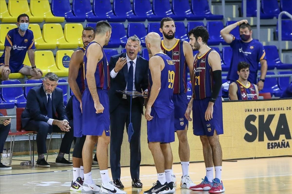 Los jugadores del Barça, en torno a Jasikeivicius, en un encuentro reciente