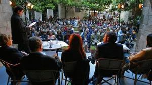 Una de las actividades celebradas en el patio del Museu Marès en ediciones anteriores de Barcelona Poesia.