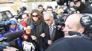 La madre de Nadia, Margarita Garau, entra en los juzgados de La Seu d'Urgell.