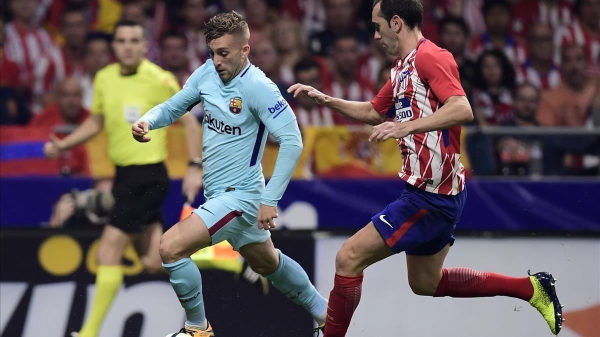 Deulofeu supera a Godín el pasado sábado en el Wanda Metropolitano.