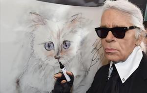 Lagerfeld con Choupette, en el 2015.