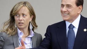 Giorgia Meloni con Silvio Berlusconi en el 2009.