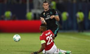 Bale intenta superar a Valencia.