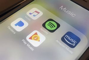 Apple Music, que a diferencia de su competidor no ofrece servicio gratuito basado en anuncios, tiene unos 50 millones de suscriptores en el mundo.