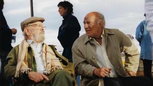 Luis García Berlanga junto a Michel PIccoli, en el rodaje de la película 'París Tombuctú'.