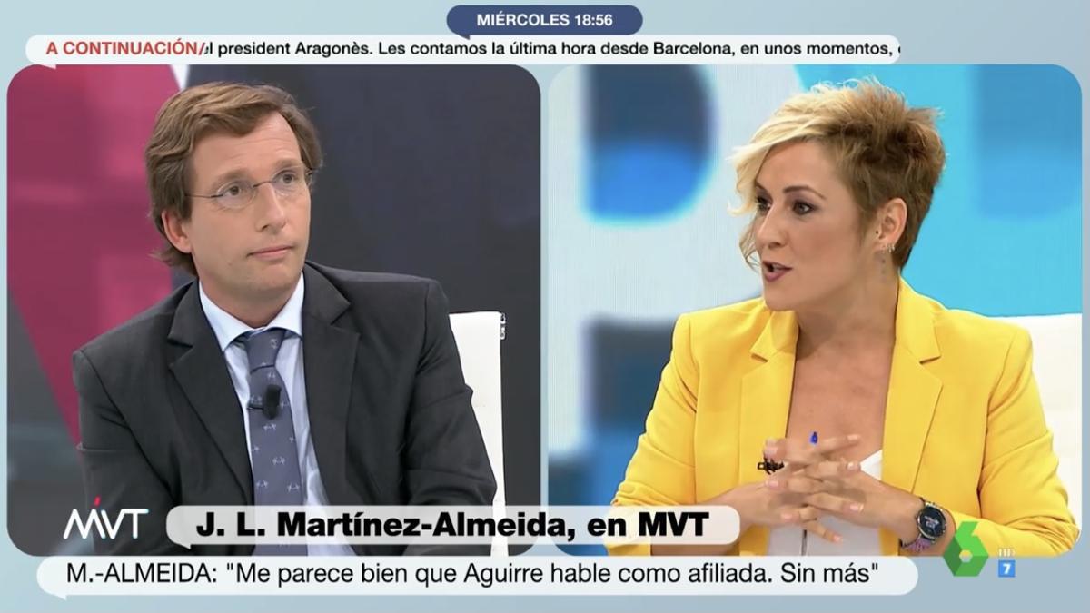 """Almeida desespera a Cristina Pardo y recibe una indirecta: """"Aunque sea hombre, ¿sabe hacer dos cosas a la vez?"""""""
