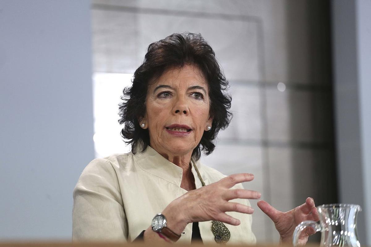 La ministra portavoz, Isabel Celaá, en la rueda de prensa posterior al Consejo de Ministros.