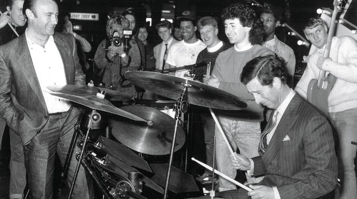 Phil Collins, a la batería con el príncipe Carlos.