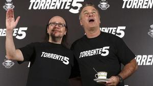 Santiago segura, a la izquierda, y Alec Baldwin, esta mañana antes de acudir al rodaje de 'Torrente 5'.