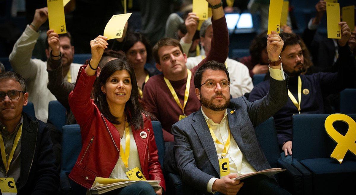 Marta Vilalta y Pere Aragonès, durante las votaciones en el congreso nacional de ERC, este sábado.