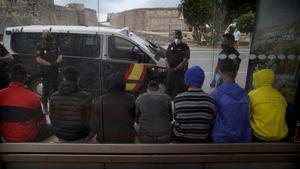 Crisi a Ceuta i Melilla, en directe: última hora de l'entrada massiva d'immigrants marroquins i subsaharians