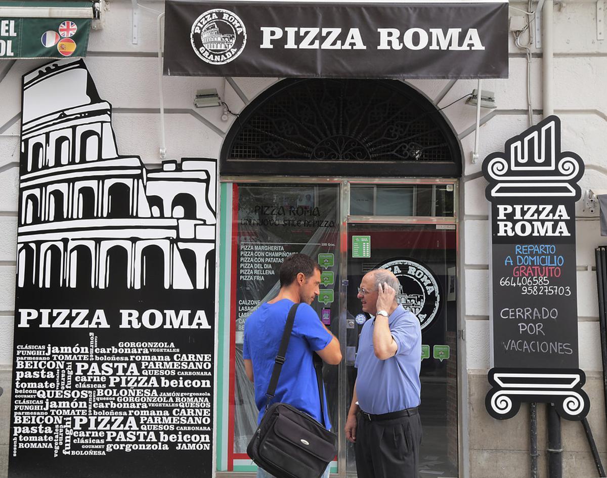 Fachada de la pizzería que regentaba Ana Huete junto a su pareja, en Granada.