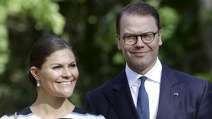 Victoria de Suecia, junto a su esposo Olof Daniel Westling Bernadotte.