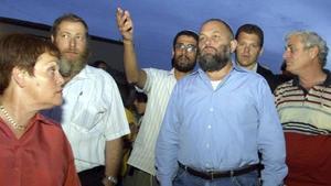 Effi Eitam, con camisa azul, en una imagen de archivo.