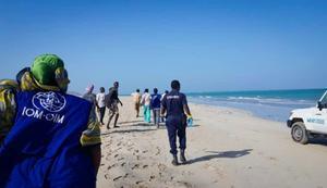 Búsqueda de sobrevivientesdel naufragio de dos embarcaciones con migrantes en las costas de Godoria, Yibuti.