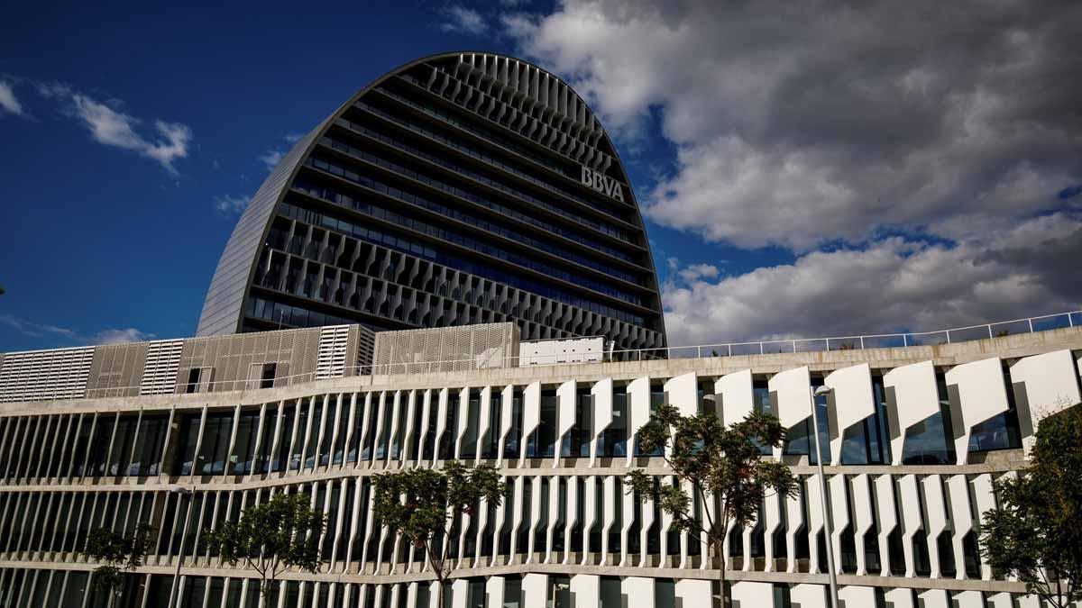 BBVA gana 5.324 millones en 2018, un 51,3% más. En la imagen, la sede del BBVA en Madrid.