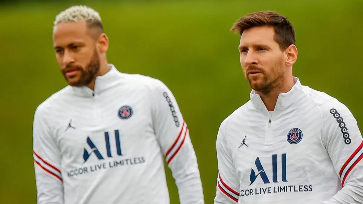 Neymar y Leo Messi en un entrenamiento en las instalaciones del PSG