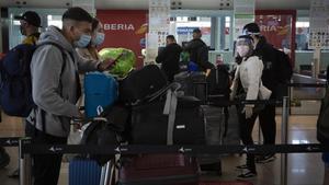 Llegada de viajeros al aeropuerto del Prat.