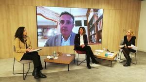 Àngels Chacon (PDeCAT) interviene en la conferencia 'Empresa y economía a debate' de la Cámara de Barcelona, junto a la vicepresidenta de la Cámara, Mònica Roca, y la periodista Magda Gregori.