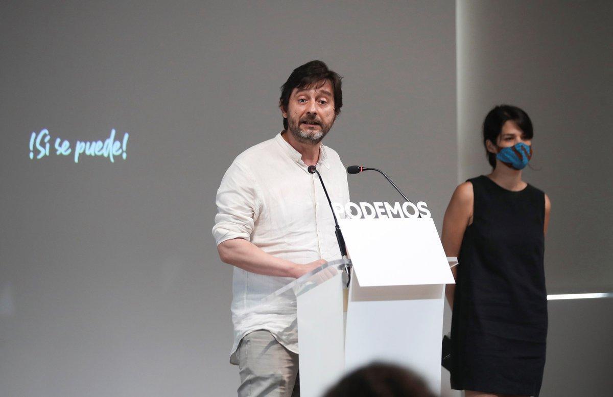 MADRID, 28/08/2020.- El diputado de Podemos Rafael Mayoral y la diputada de la formación en la Asamblea de Madrid Isa Serra ofrecen una rueda de prensa este viernes en la sede del partido en Madrid. EFE/David Fernández